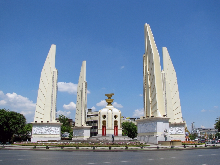 Bangkok Info Guide : Democracy Monument - Rattanakosin