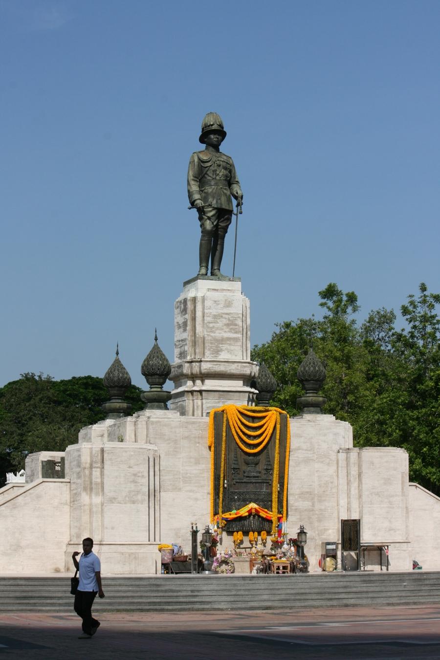 Bangkok Info Guide : King Rama IV Statue - Silom & Sathorn